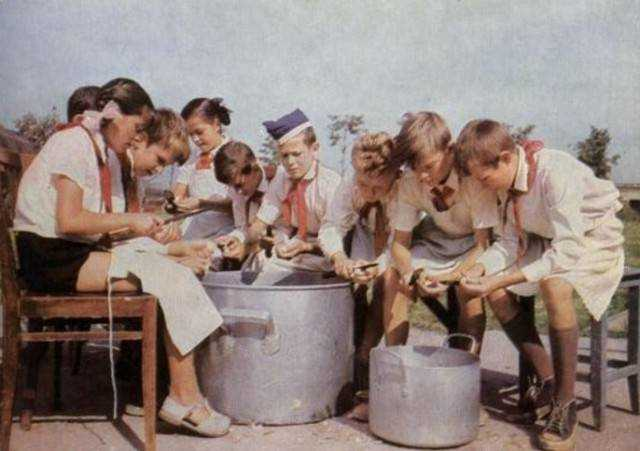 как отражается питание вожатых детей в пионерских лагерях